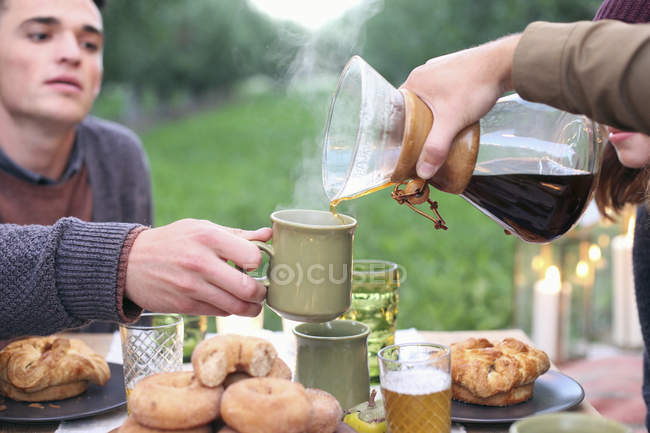 People pouring coffee. — Stock Photo