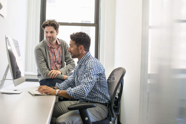 Business colleagues in an office — Stock Photo