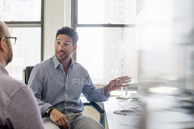 Men seated talking in Office — Stock Photo