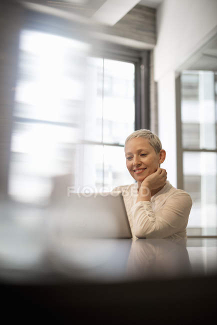 Woman seated using a digital tablet — Stock Photo