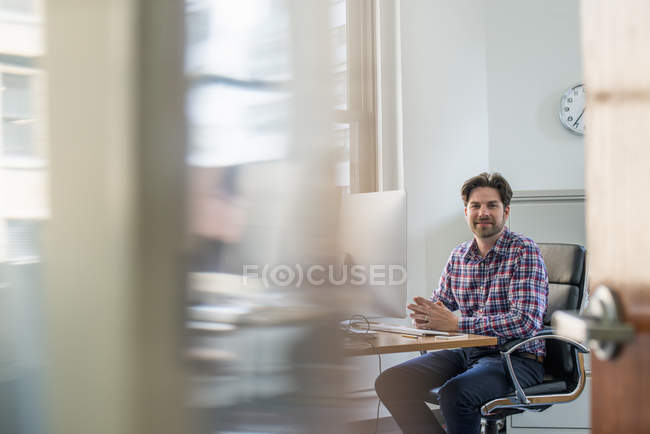 Business man seated at a desk. — Stock Photo
