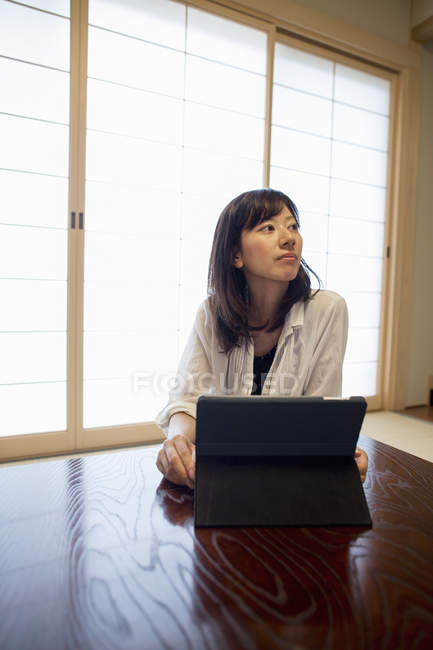 Woman with laptop computer. — Stock Photo