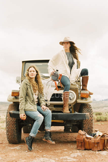Women on a road trip — Stock Photo