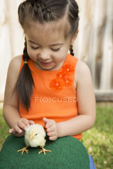 Child with a baby chick — Stock Photo