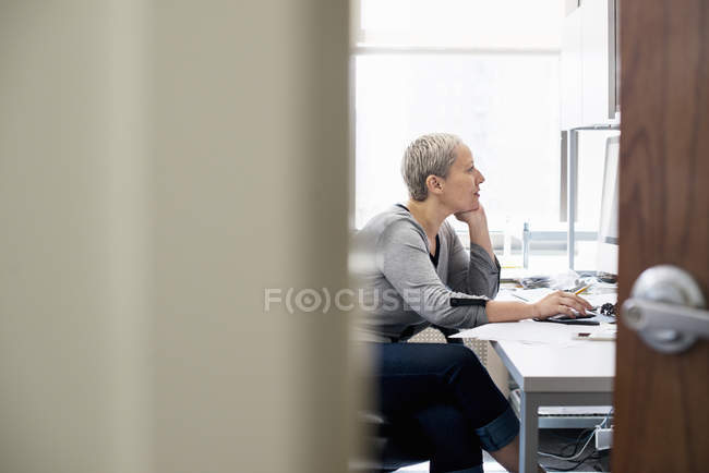 Woman working in an office alone. — Stock Photo