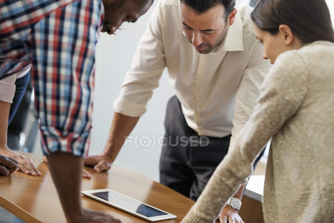 Four people at a meeting — Stock Photo