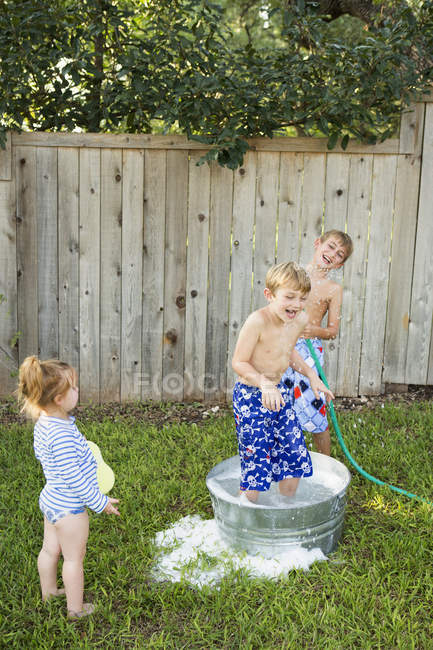 Children playing in garden — Stock Photo