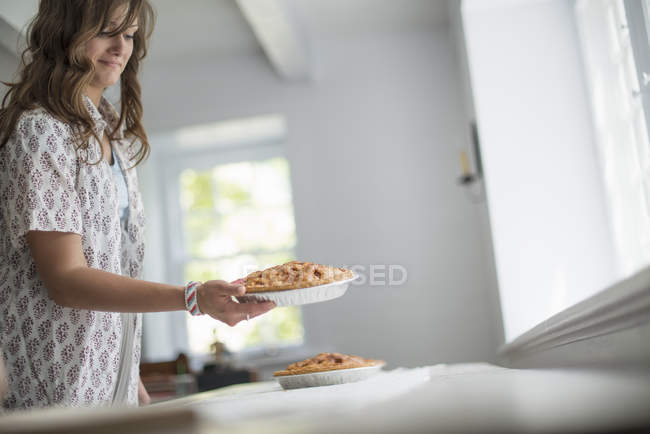 Woman carrying food to a table — Stock Photo
