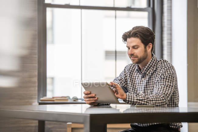 Man working on a digital tablet — Stock Photo