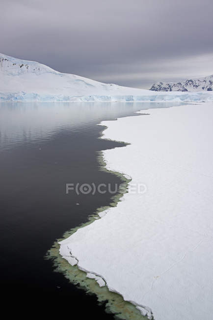 Melting sea ice off the shores of islands — Stock Photo