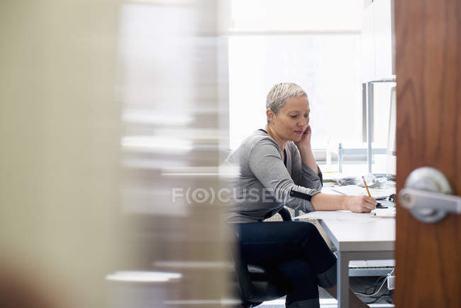 Woman working in an office alone — Stock Photo