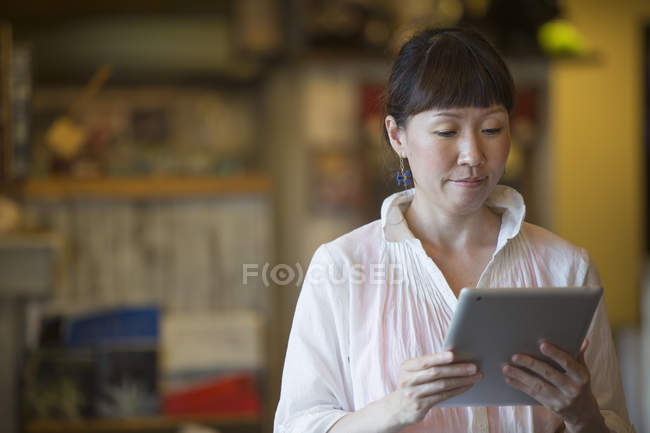 Woman holding digital tablet in cafe. — Stock Photo