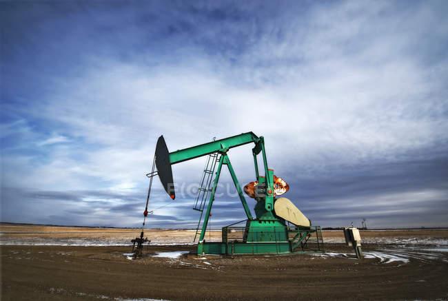 Prise de pompe sur site de forage pour le pétrole — Photo de stock