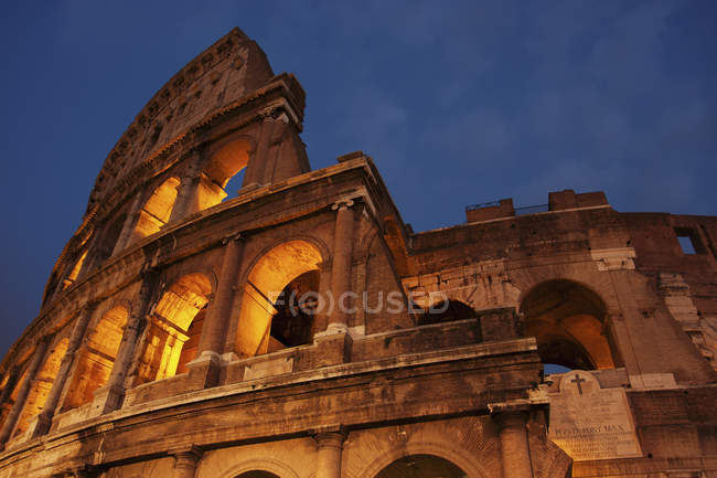 Colosseum in Rome at dusk. — Stock Photo