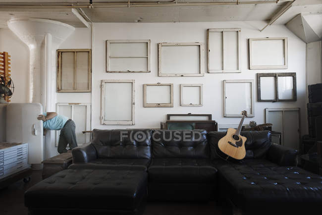 Wall hung with pictures in frames — Stock Photo