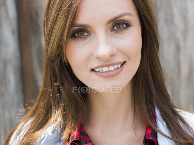 Woman with brown eyes and brown hair — Stock Photo