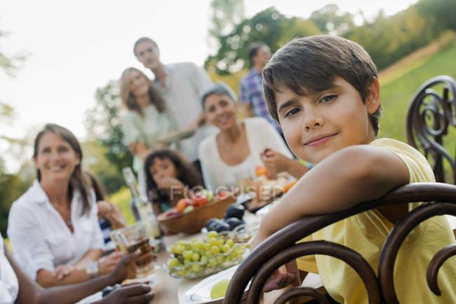 Pic-nic o buffet la sera presto . — Foto stock