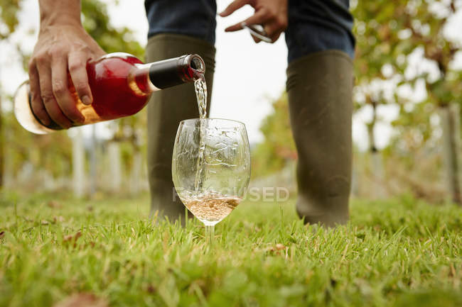 Person pouring rose wine — Stock Photo