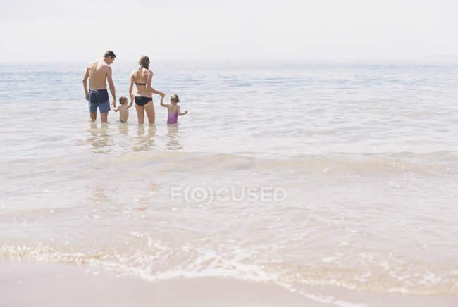 З'єднайте з сином і дочкою — стокове фото
