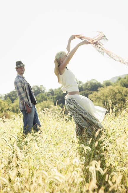 Красивая девочка, танцующая — стоковое фото