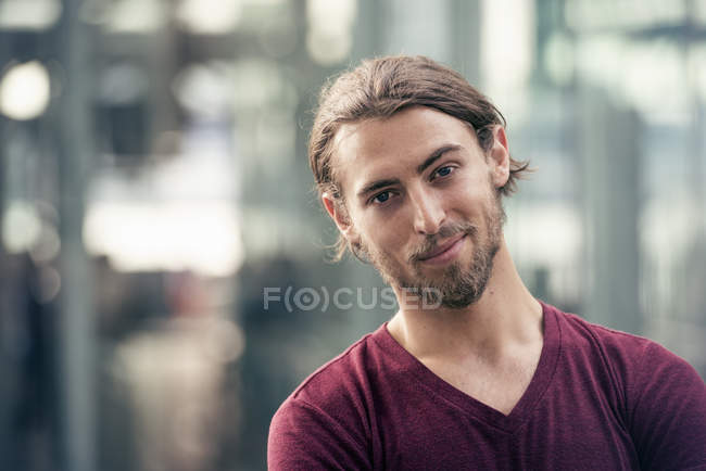 Young man in a street in the city — Stock Photo