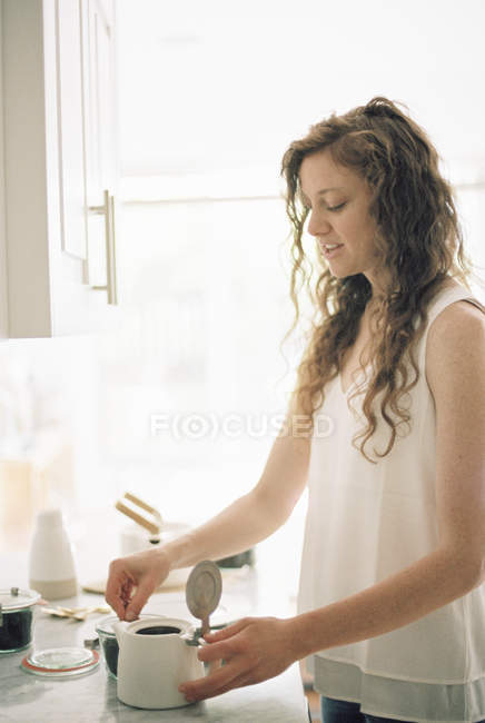Woman preparing a pot of tea. — Stock Photo