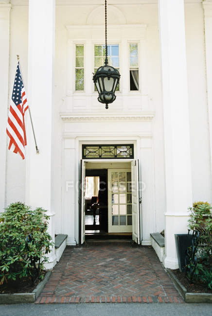 Large entrance and portico — Stock Photo