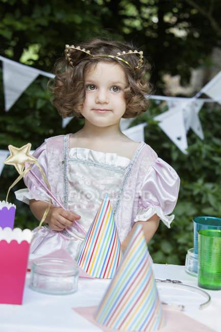 Молодої дівчини, одягнені як фея — стокове фото
