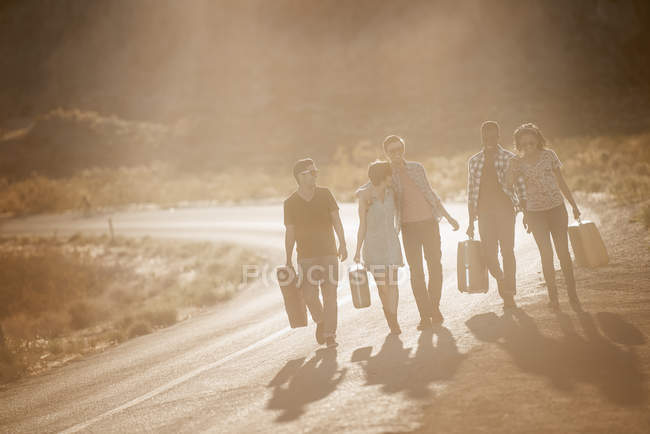 People on the road with cases — Stock Photo