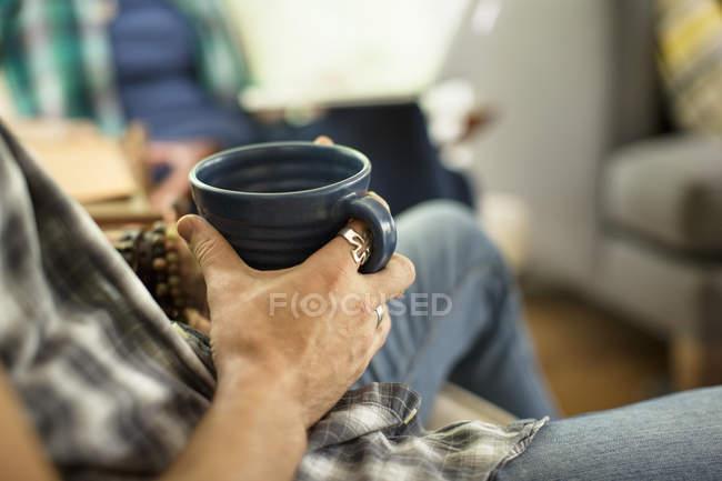 Person holding black china mug — Stock Photo