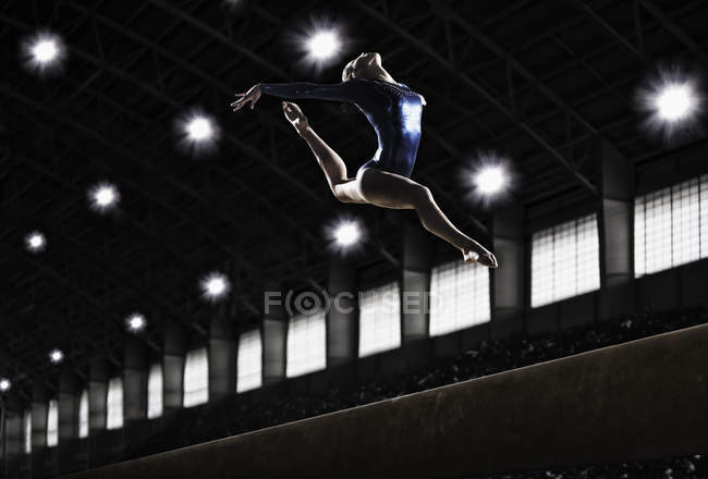 Young woman performing floor routine — Stock Photo