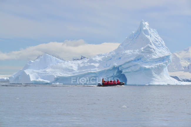 Group of people in a rubber boat in the Antarctic. — Stock Photo