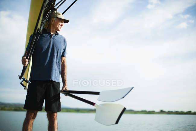 Man carrying oars — Stock Photo