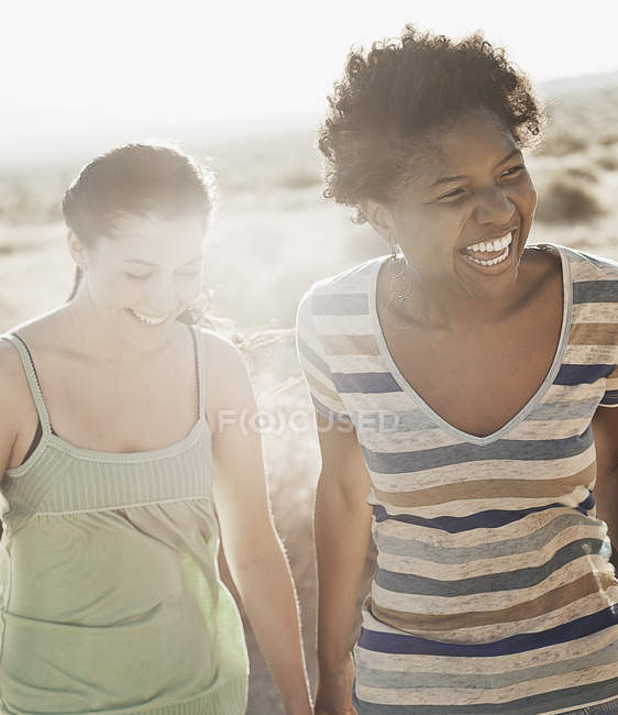 Women outdoors on a road trip — Stock Photo