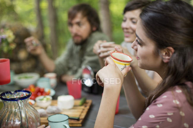 People seated around a wooden table — Stock Photo
