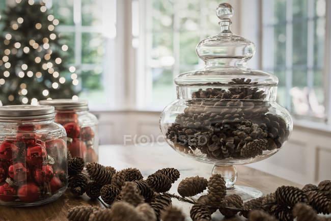 Dekorative Glas Tannenzapfen — Stockfoto