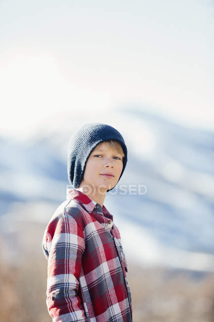 Хлопчик з капелюсі шерстистого — стокове фото