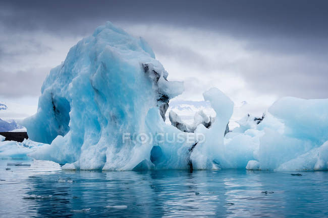 Glacial lake at the head of the glacier — Stock Photo