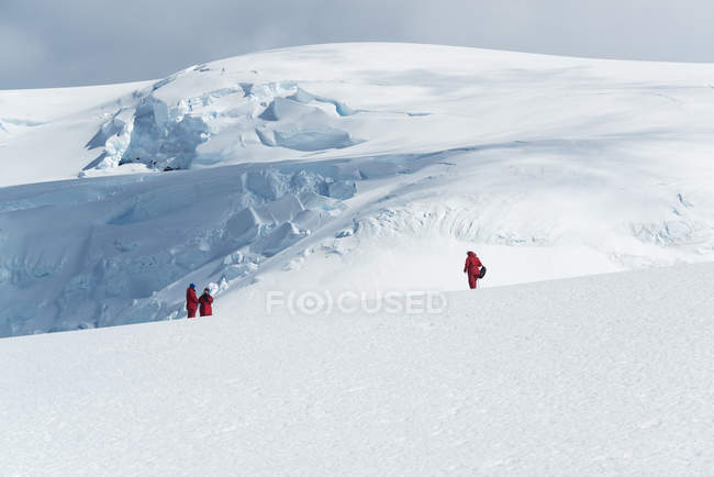 Three people standing on the ice — Stock Photo