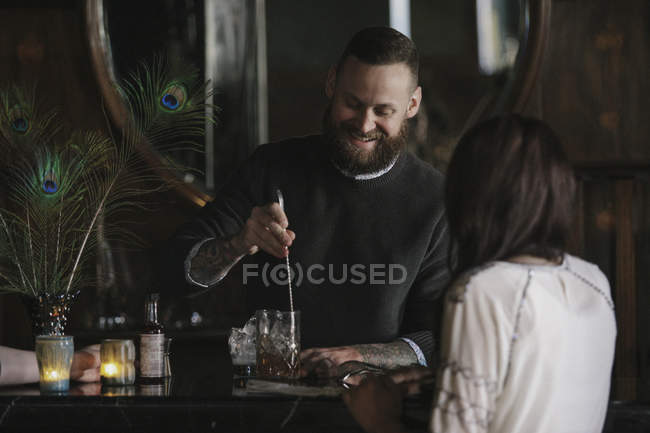 Woman and a bartender talking — Stock Photo