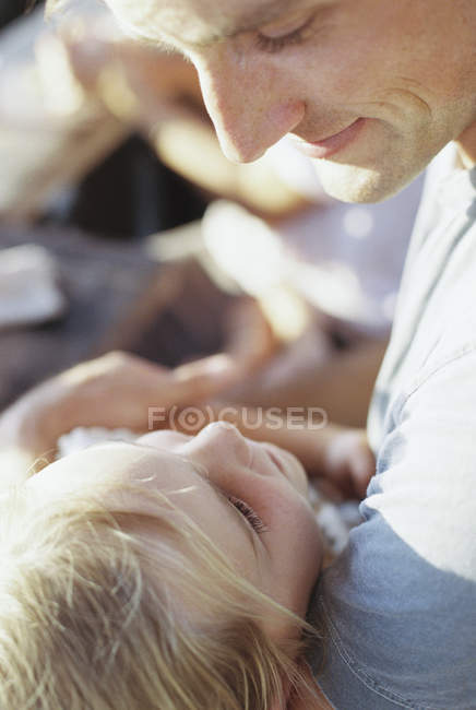 Man spending quality time with daughter. — Stock Photo