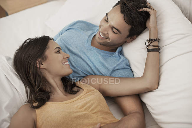 Young couple lying on a sofa — Stock Photo