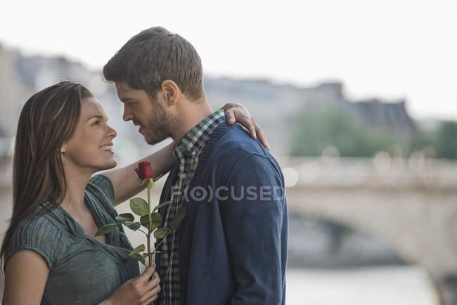 Couple hugging and gazing — Stock Photo