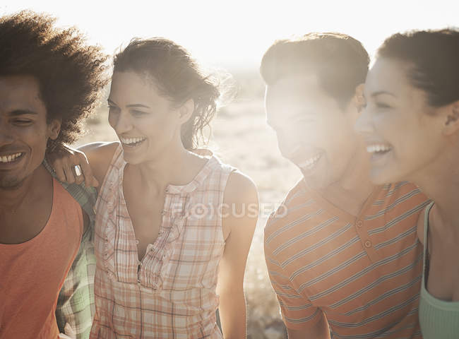 Friends on the open road — Stock Photo