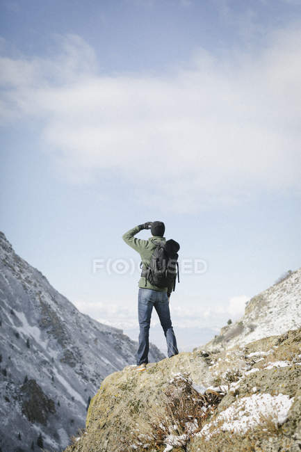 Man hiking and looking at the view. — Stock Photo