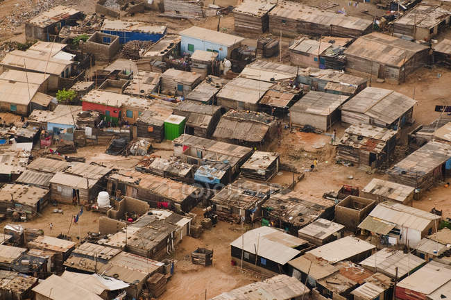 Slum on outskirts of Accra — Stock Photo