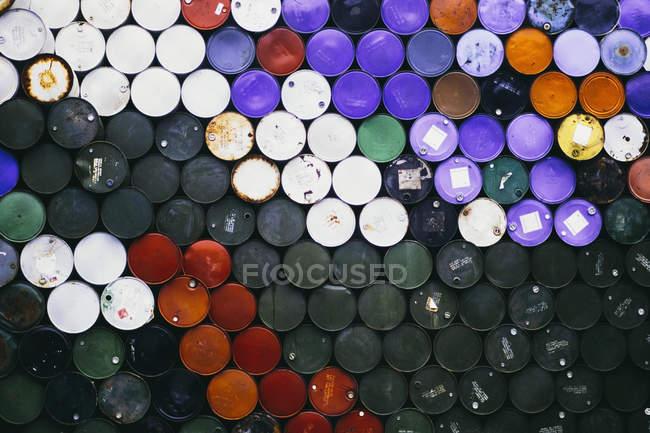 Barils de pétrole colorés — Photo de stock