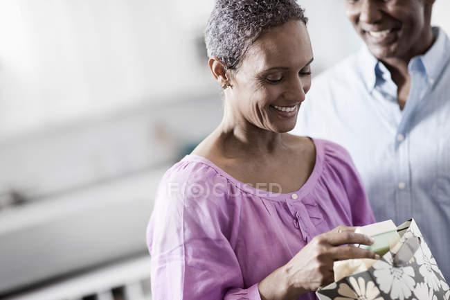 Зрелая африканская американская пара — стоковое фото