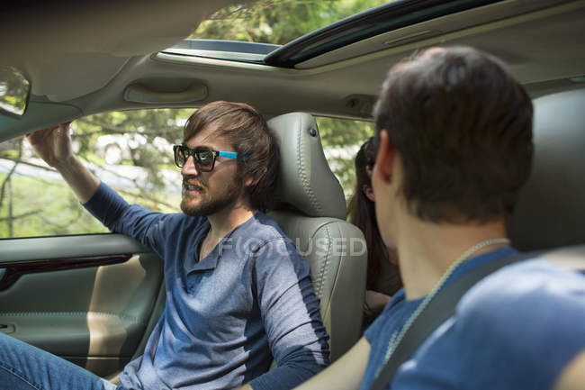 Two people in a car — Stock Photo