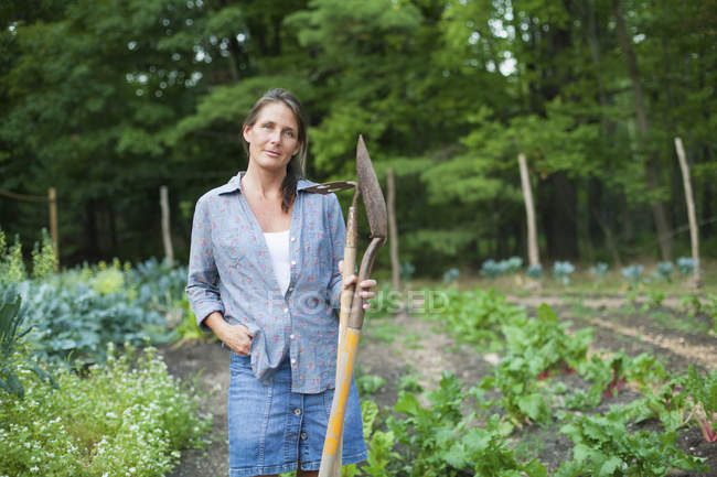 Woman working in an organic garden — Stock Photo